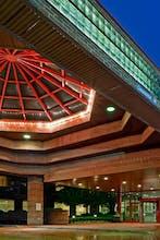 LaGuardia Plaza Hotel