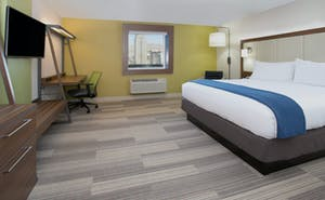 Holiday Inn Express & Suites Farmers Branch