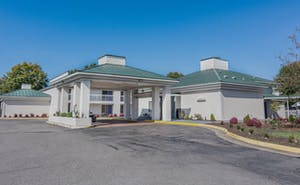 Days Hotel By Wyndham Methuen Conference Center