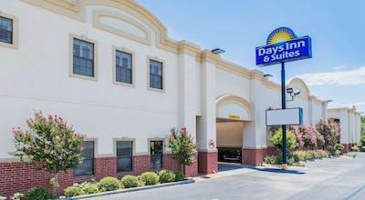 Days Inn & Suites by Wyndham Big Spring