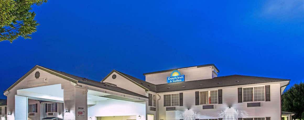 Days Inn & Suites by Wyndham Gresham