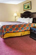 Days Inn & Suites By Wyndham, Jeffersonville In