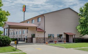 Super 8 By Wyndham Normal Bloomington
