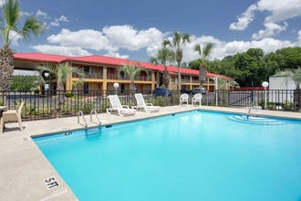 Super 8 By Wyndham, Defuniak Springs