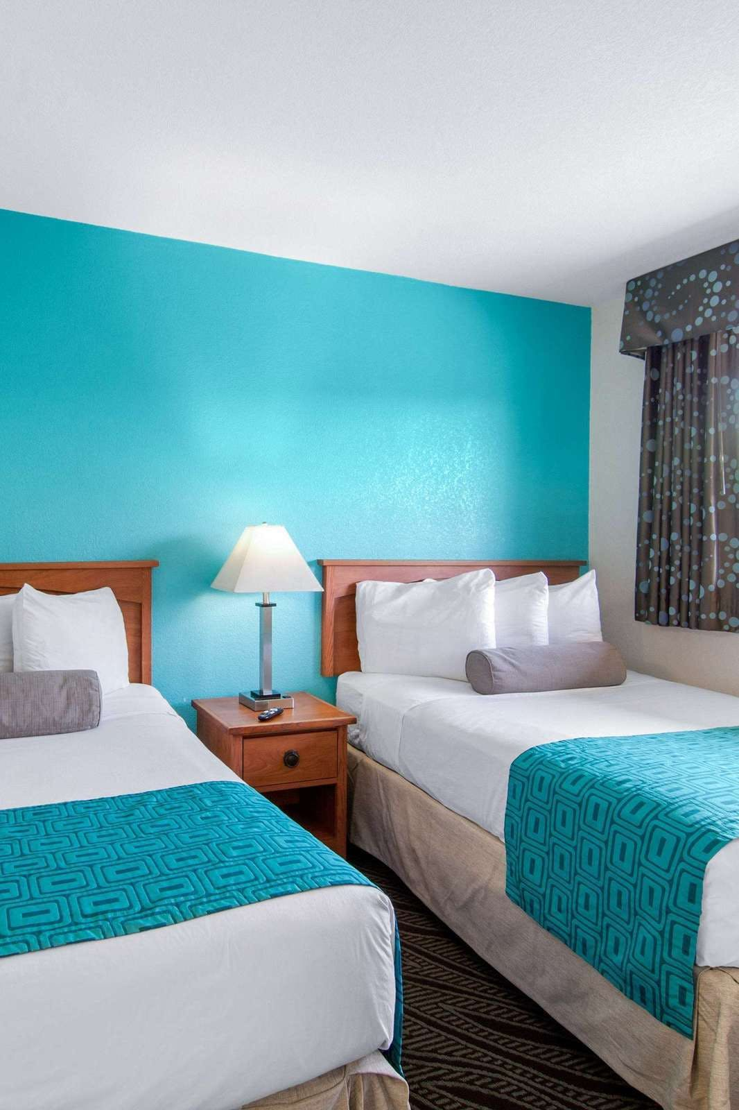 Howard Johnson By Wyndham Chula Vista San Diego Suite Hotel