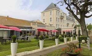 GrandHotel de Courtoisville - Piscine & Spa, The Originals Relais
