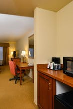 Lakeshore Hotel and Suites