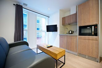 StayCity Aparthotel NewHall Square