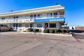 Motel 6 Dallas - Irving