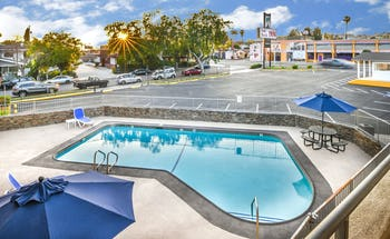Sea Rock Inn - Long Beach