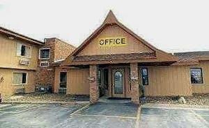 Days Inn by Wyndham West Branch Iowa City Area
