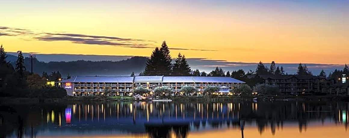Inn On Long Lake
